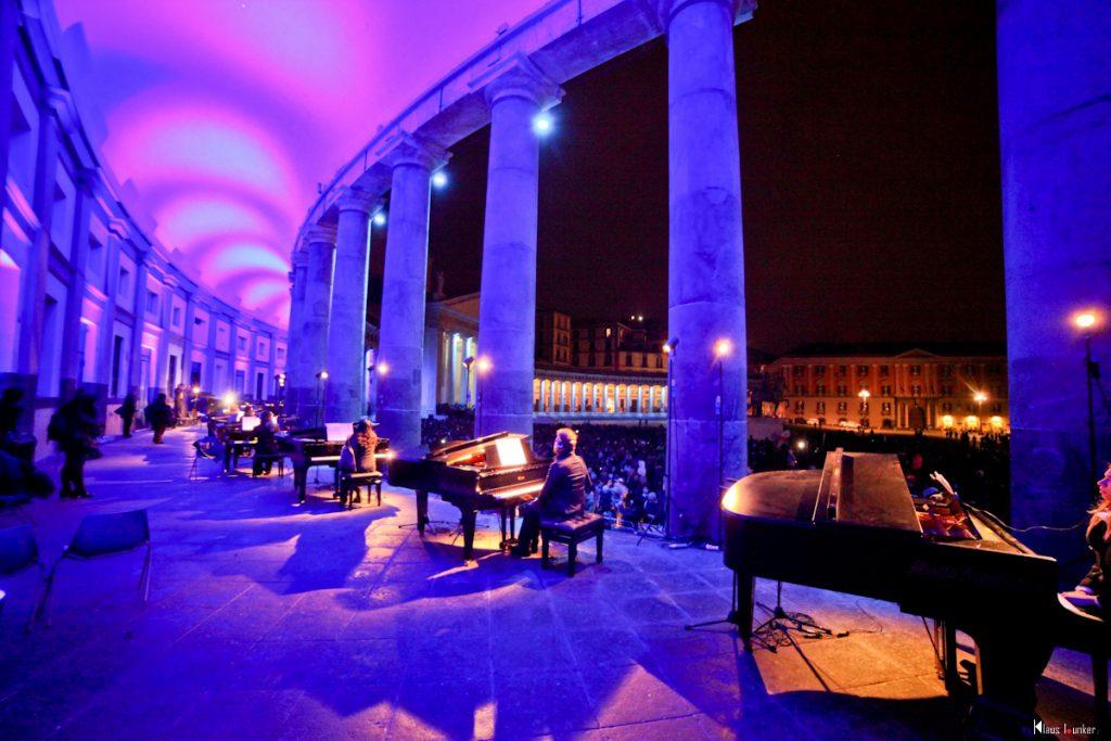 21 Pianoforti in concerto - Piazza del Plebiscito Piano City Napoli 2018